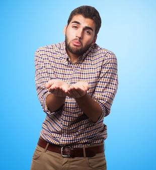 Accattonaggio uomo arabo su sfondo blu
