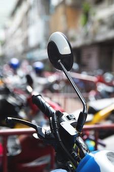 Acceleratore della moderna moto o scooter
