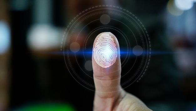 Accesso dell'uomo d'affari con tecnologia di scansione delle impronte digitali. impronta digitale per identificare il sistema personale e di sicurezza