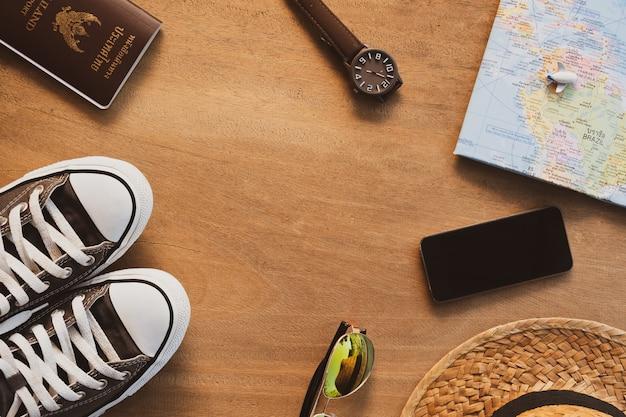 Accessori per il turismo, concetto di viaggio vista dall'alto