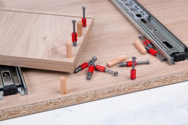 Accessori per mobili e elementi di fissaggio