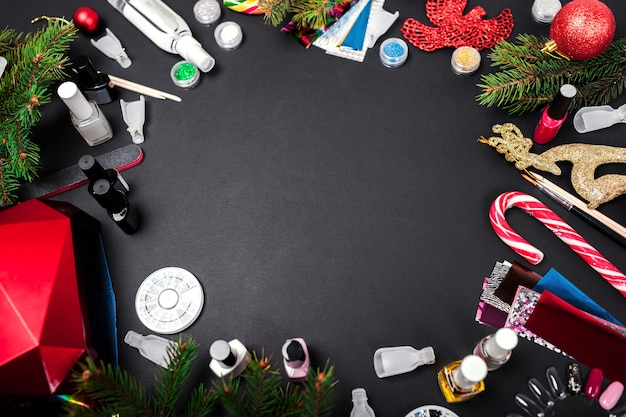 Accessori per unghie vendita di natale. shopping di prodotti per manicure. smalto gel, lampada uv, solvente, strass, lamina