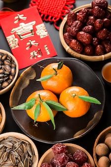 Accessori vista dall'alto decorazioni per feste cinesi di capodanno. benedizione cinese di grande fortuna