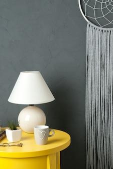 Acchiappasogni bianco grigio su grigio