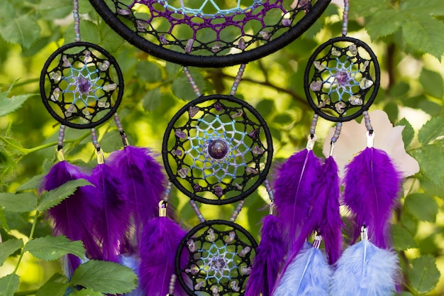 Acchiappasogni fatti a mano con fili di piume e pendenti in corda di perline
