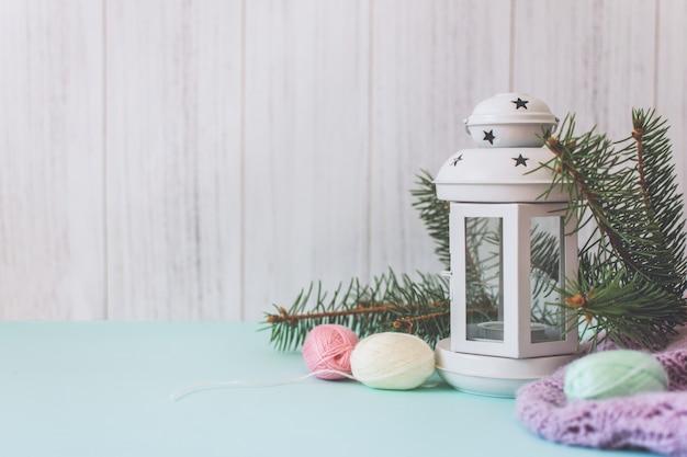 Accogliente composizione natalizia invernale