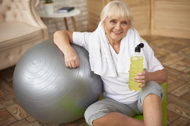 Acqua attiva antiossidante delle bevande anziane sportive attive.