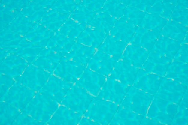 Acqua increspata sulla superficie dell'acqua della piscina per lo sfondo