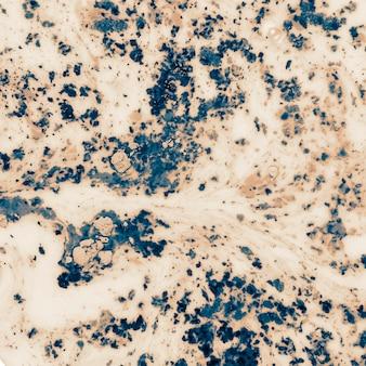 Acqua nera bianca colorata