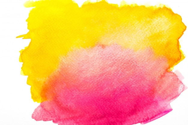 Acquerello rosa e giallo che spruzza sulla carta.