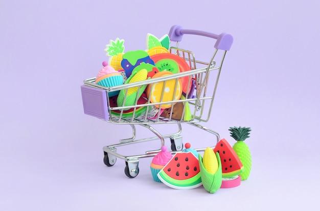Acquisto di alimenti dietetici e frutta online. carrello della spesa