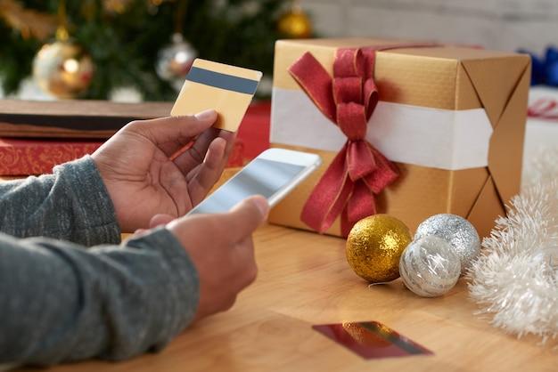 Acquisto di regali tramite app mobile