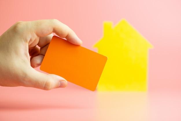 Acquisto di una carta di credito, pagamento online per l'affitto della casa