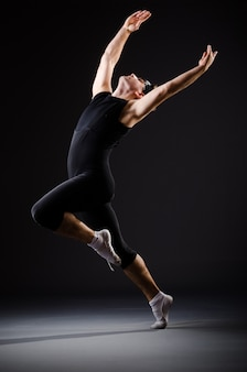 Addestramento del giovane per le danze di balletto