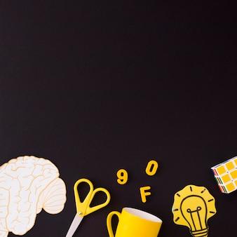 Adesivi e puzzle vicino a materiale scolastico