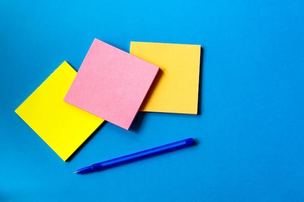 Adesivi per appunti e penna