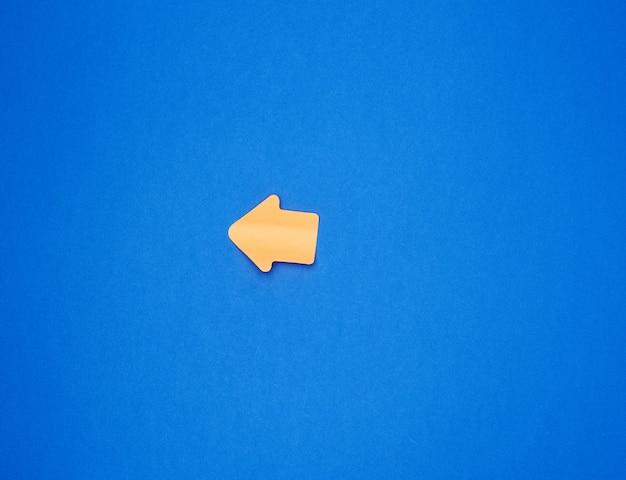 Adesivo di carta arancione a forma di puntatore a freccia