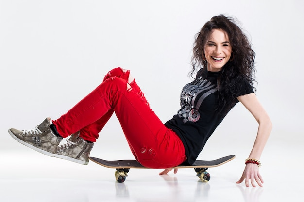Adolescente con skateboard