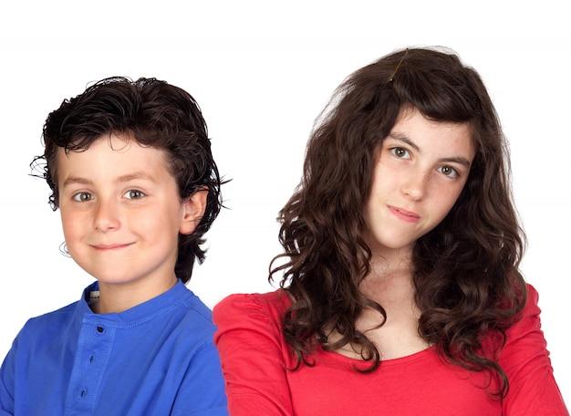 Adolescente e ragazzino