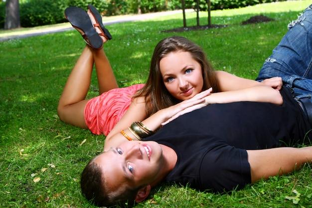 Adolescenti nel parco