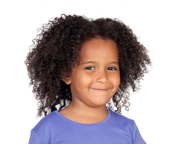 Adorabile bambina africana con palloncino giallo