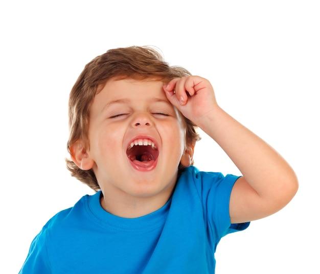 Adorabile bambino con i capelli biondi aprendo la bocca