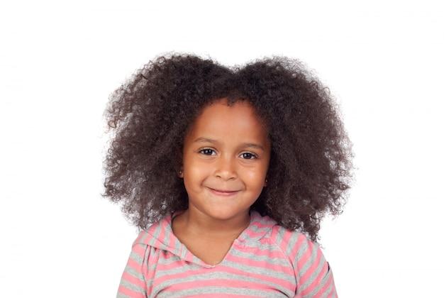 Adorabile ragazza con acconciatura afro