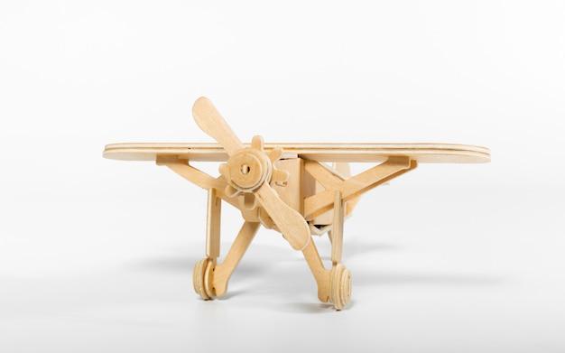 Aeroplano giocattolo isolato