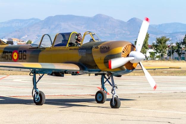 Aeroplano yakovlev yak-52