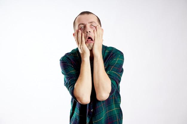 Affaticamento sonnolenza e depressione negli uomini. lavorare troppo