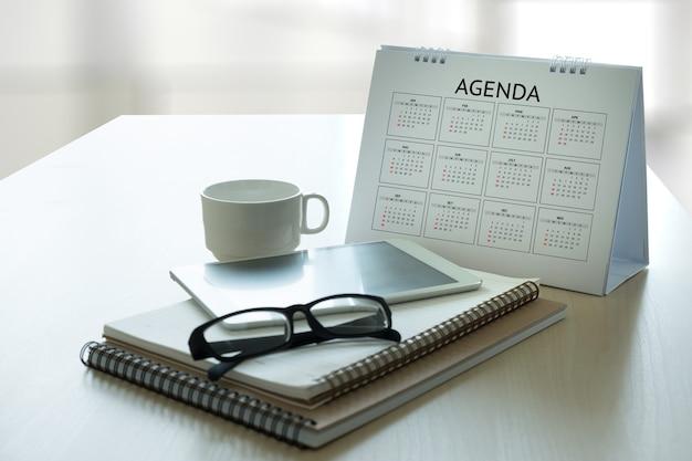 Agenda attività informazioni calendario eventi e meeting appuntamento