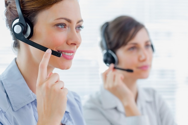 Agenti di call center al lavoro