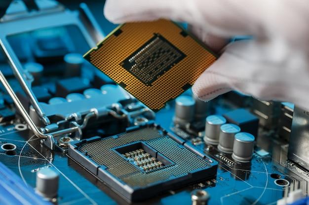 Aggiornamento hardware della cpu del computer di manutenzione del componente della scheda madre