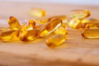 Aggiungi il supplemento di capsule di olio di pesce con vitamina D e Omega 3 per un buon cervello