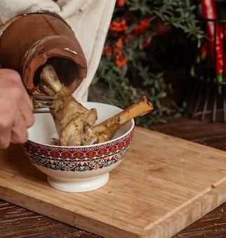 Agnelli di piti presi dalla ceramica