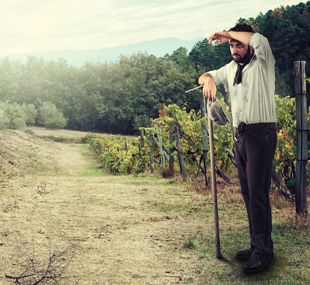 Agricoltore in vigna