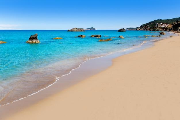 Aiguas blanques agua blanca spiaggia di ibiza