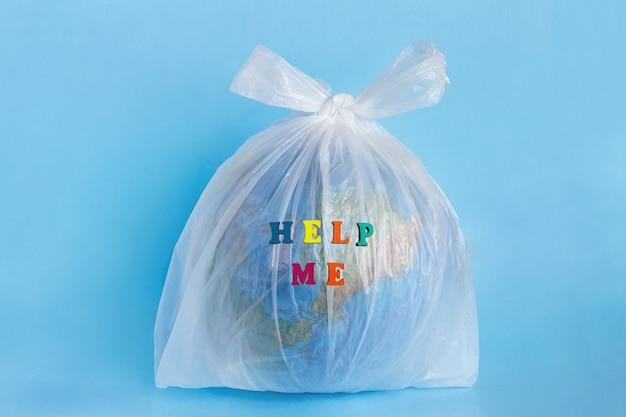 Aiutami e modella il pianeta terra in un pacchetto di plastica in polietilene