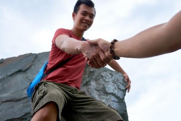 Aiutando le mani