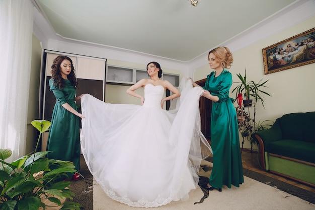 Aiutare le donne la sposa