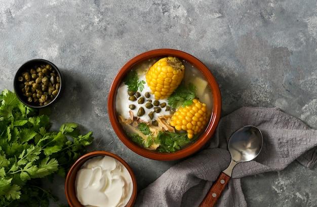 Ajiaco colombiano. zuppa di patate comune in colombia, cuba e perù. america latina
