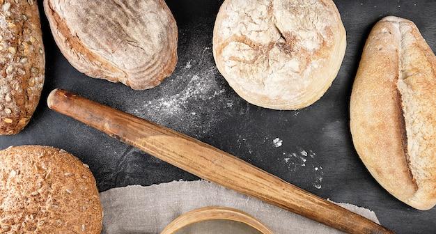 Al forno vari pani e pane vecchio mattarello