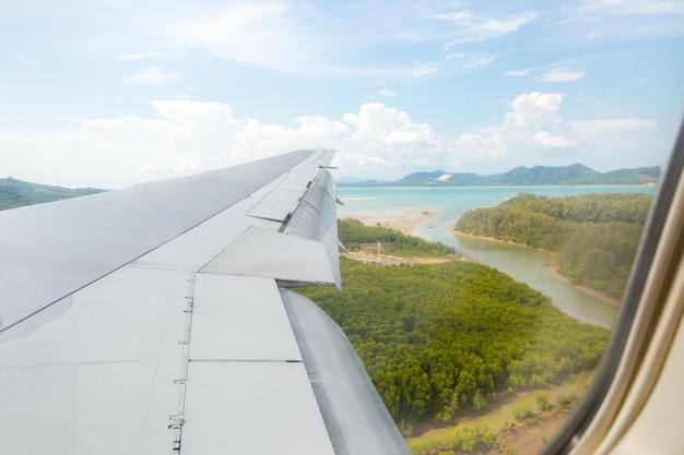 Ala dell'aeroplano dalla finestra