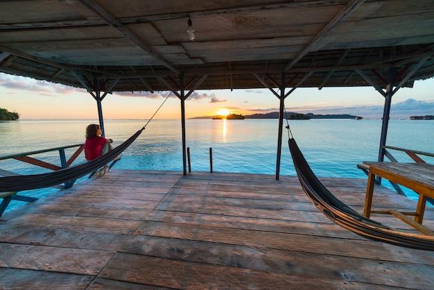 Alba delle isole togean, destinazione di viaggio delle isole togian, sulawesi, indonesia.