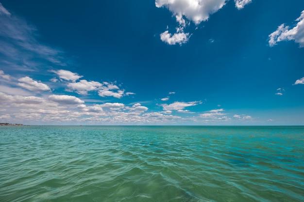 Alba nel mare