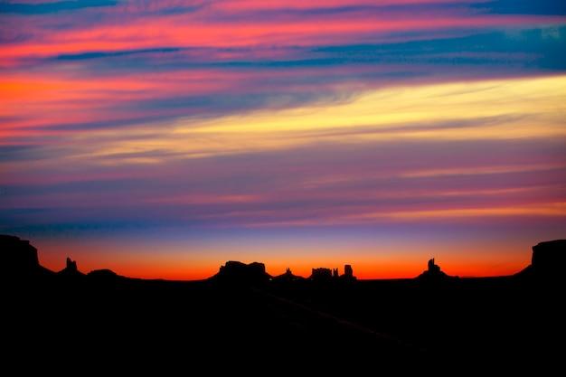 Alba sulla us strada panoramica verso monument valley park