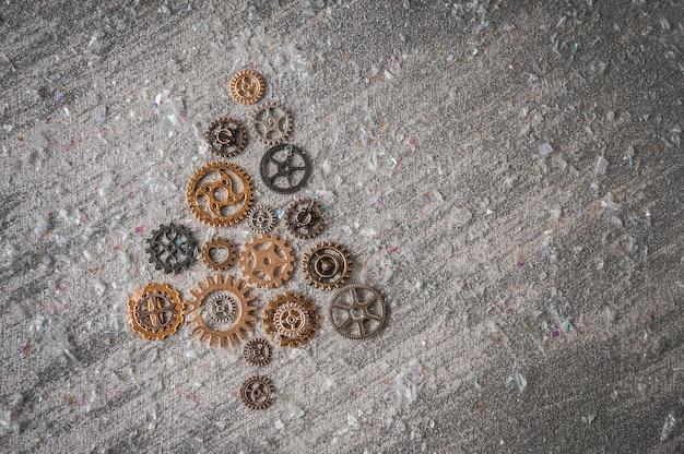 Albero di natale da ingranaggi e ingranaggi su argento