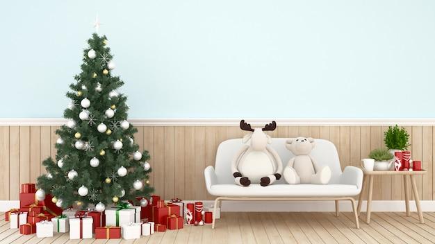 Albero di natale e scatole regalo in soggiorno con peluche