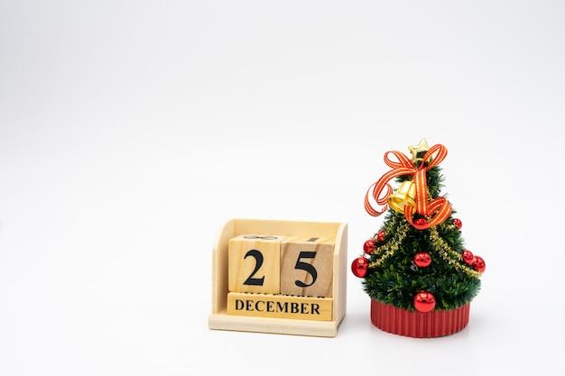 Albero di natale in miniatura festeggia il natale ogni anno il 25 dicembre.