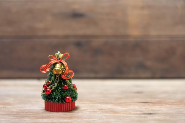 Albero di natale in miniatura festeggia il natale